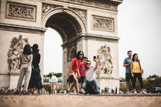 family taking pictures in paris